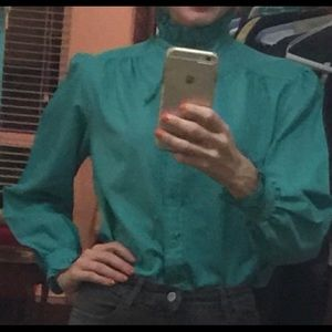 On trend vtg high neck turquoise button down top